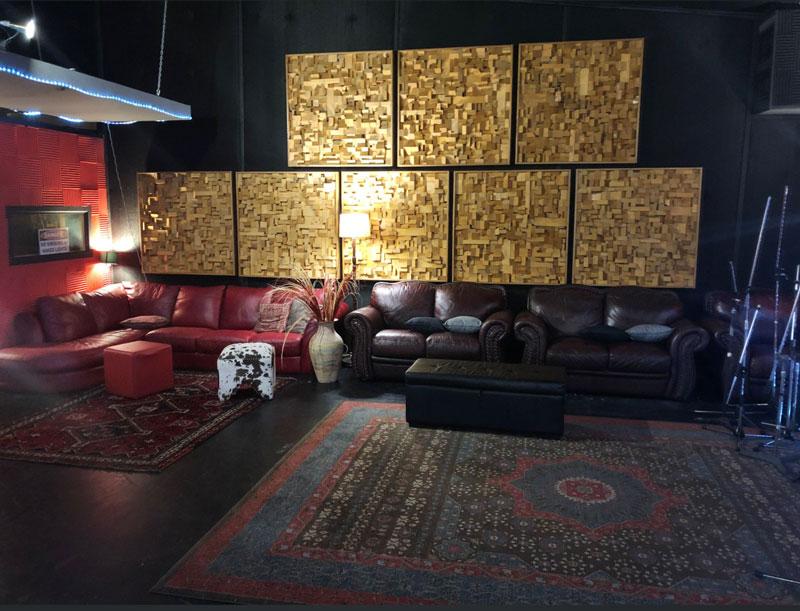 Luke Escombe - live lounge area