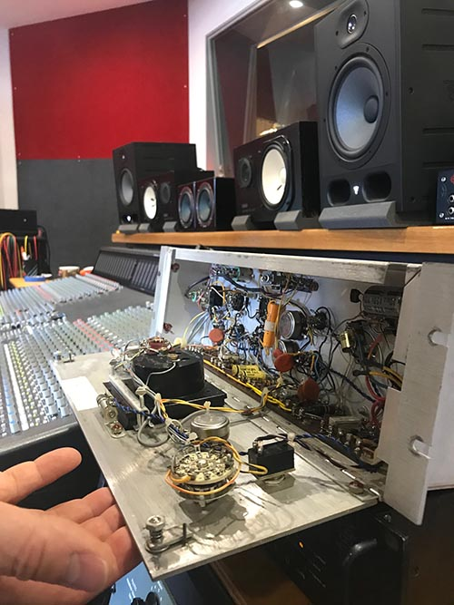 Teletronix Urei LA2A hand wiring inside